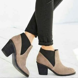 Urban Outfitters Stacked Heel Chelsea Boots sz 8